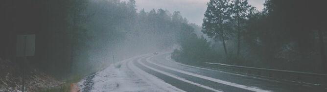 Silny wiatr i opady utrudnią jazdę