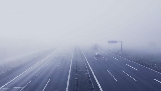 Mgła może utrudnić poranną jazdę